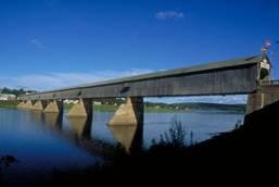 Висячие мосты Строительство kz Принадлежит мост Канадским железным дорогам расстояние между опорами 549 м общая длина 987 м а ширина 29 м На момент постройки он был самым